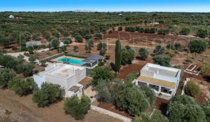 Casale con cipresso, villa for holiday rental in Puglia, drone view