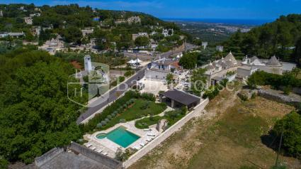 Luxury villa with trulli and swimming pool for 8 guests