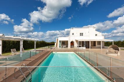 Villa with swimming pool for 10 guests